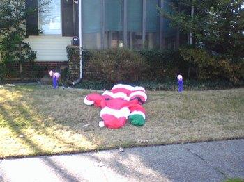Flamingos_attack_santa_2
